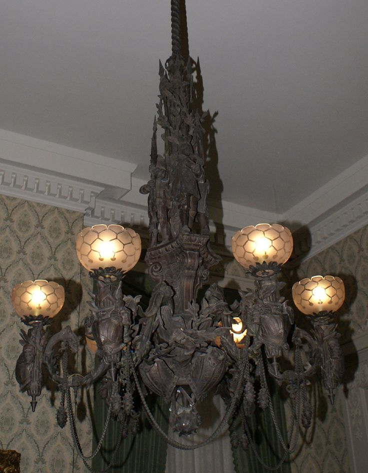 Best 25 victorian gothic decor ideas on pinterest for 59 victorian lighted black lamp post christmas decoration
