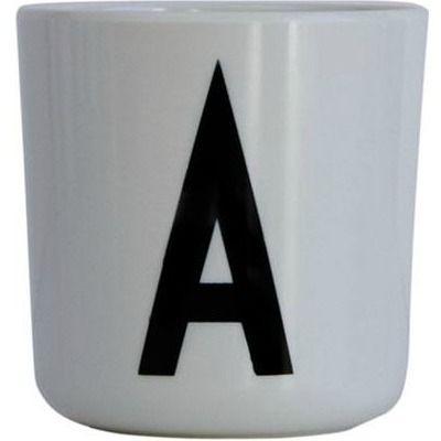DESIGN LETTERS Arne Jacobsen melaminkopp med E på. Eller porselen som vi har?