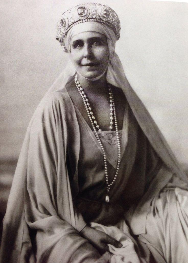 Queen Marie of Romania wearing the diamond and sapphire kokoshnik, which once belonged to Grand Duchess Vladimir.