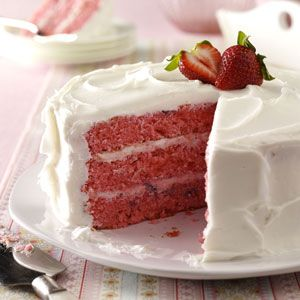 Strawberry Cake with fresh strawberries. :)