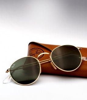 Ray Ban Round Metal Gold, totalmente retrô! As lentes redondas de cristal caracterizam o seu clássico design.