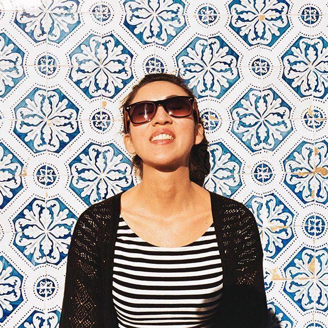 Sun kissed #Lisbon a year ago!! #ihavethisthingwithtiles #sunkissed #vscocam #photooftheday #travel #explore #ihavethisthingwithwalls #dspattern #smile #abmlifeisbeautiful #tb #35mm #film #analog