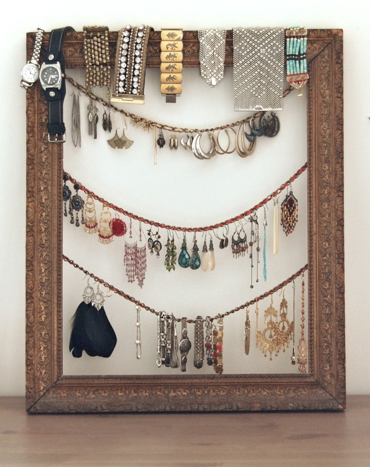 Nomadic D.: diy jewelry frame: Jewelry Hangers, Frames Jewelry, Crafts Ideas, Diy'S, Diy Jewelry, Jewelry Holders, Pictures Frames, Jewelry Frames, Jewelry Organizations