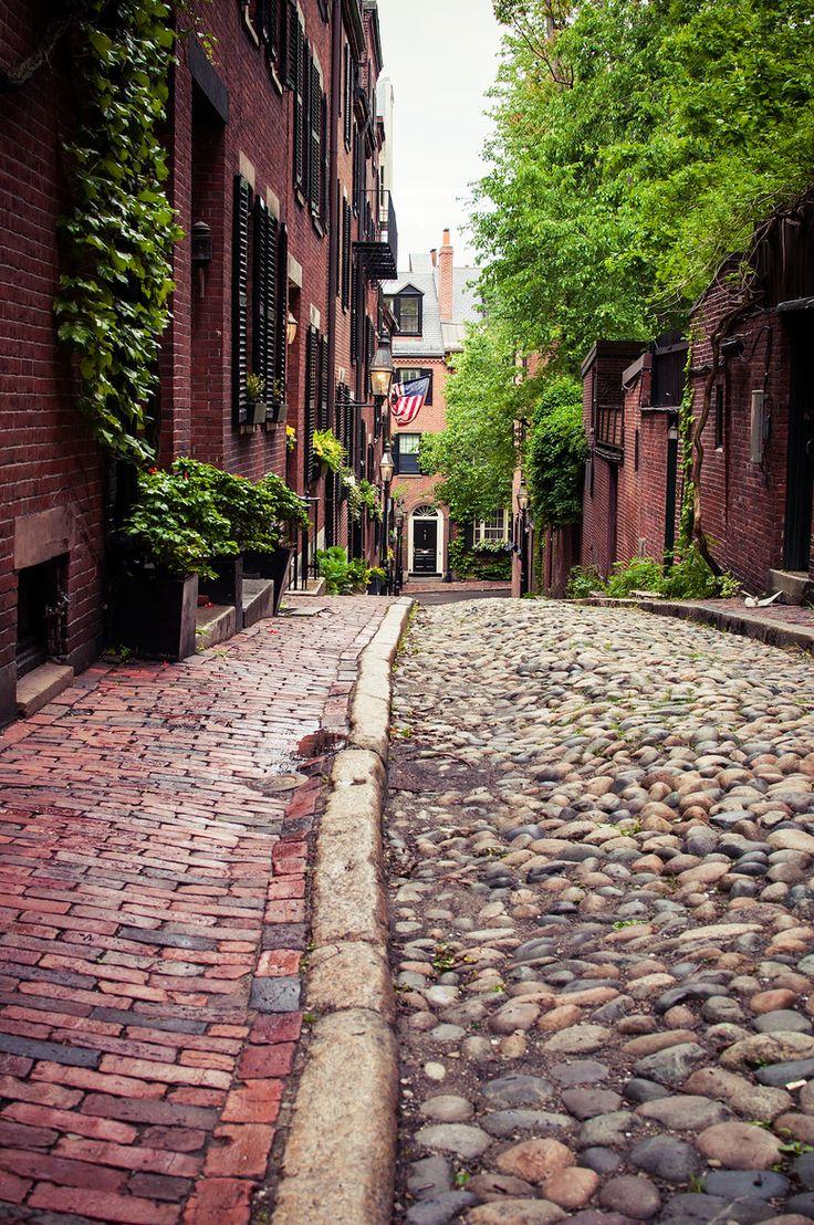 Beautiful Cobblestone Street & Historic Buildings of Acorn Street | Beacon Hill | Boston, MA