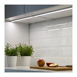 IKEA - OMLOPP, LED benkeplatebelysning, 40 cm, , Det er tryggere, enklere og morsommere å lage mat når du har godt jevnt lys over hele benkeplaten.LED-lyskilden bruker cirka 85 prosent mindre energi og varer 20 ganger lenger enn glødepærer.Det er enkelt å få mykere lys på kjøkkenet når du spiser eller er sammen med venner fordi denne benkeplatebelysningen kan dimmes i to trinn.Du kan bruke ANSLUTA fjernkontroll til å slå på/av eller dimme alle OMLOPP-belysningsenheter samtidig, hvis de e...