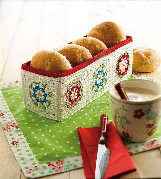 Örgüden ekmek sepeti