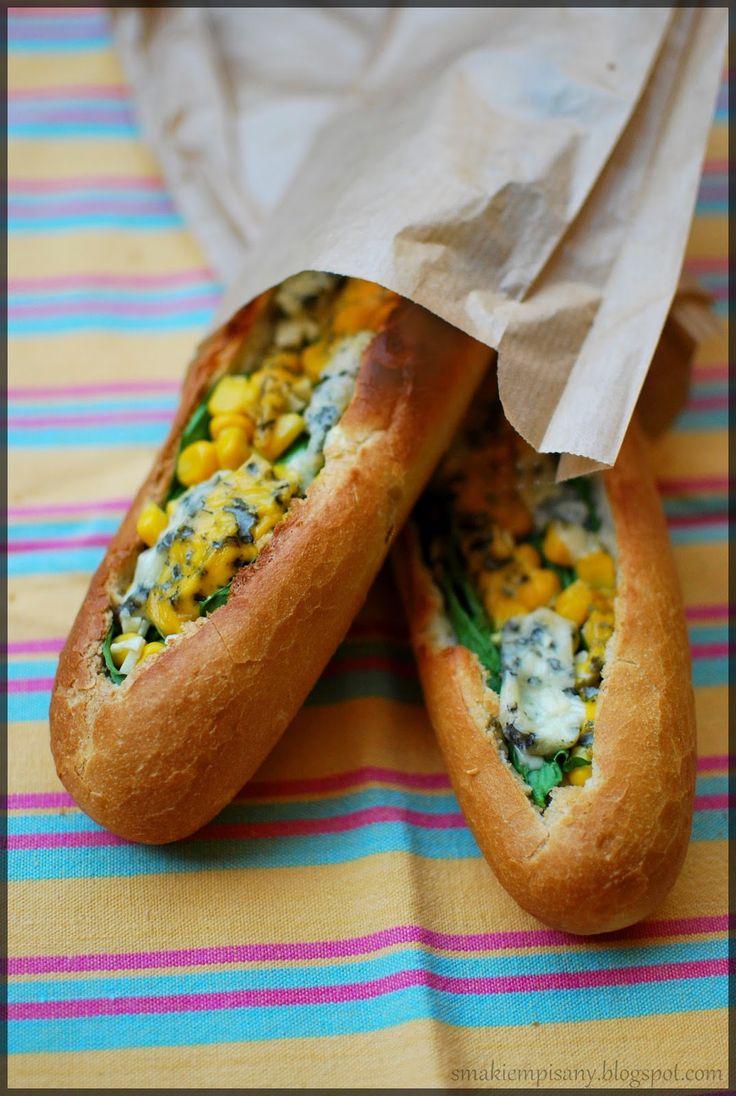 Smakiem Pisany: apetyczny, aromatyczny, kulinarny BLOG!: Bagietki zapiekane ze szpinakiem, kukurydzą i serem pleśnowym