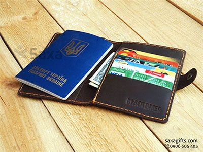 Ví passport da thật in logo Black Brier, kiểu gấp đôi có nút bấm – PP023 https://saxagifts.com/vi-passport-da-that-in-logo-black-brier-kieu-gap-doi-co-nut-bam/