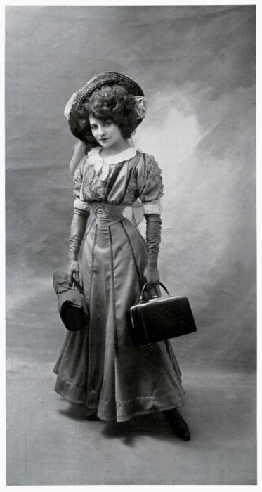Is there a time when women looked better than a Gibson Girl? Love hair and hat.