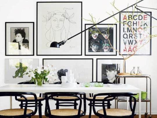 Mur d'affichage photos dans la salle à manger - Déco : des photos plein les murs - CôtéMaison.fr