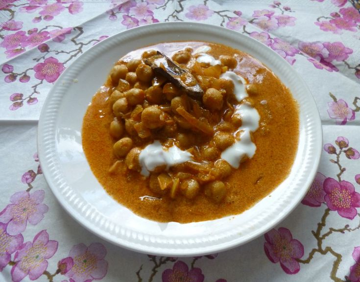 Sida med indiska vegetariska recept: kikärtsgryta. Ganska söt dock, skippa det extra sockret
