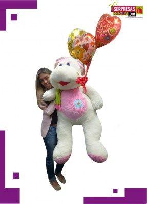 Vaquita Con Amor Sorprende con este especial peluche gigante que enamorara una vez mas a esa persona especial. Visita nuestra tienda online www.sorpresascolombia,com o comunicate con nosotros 3003204727 - 3004198