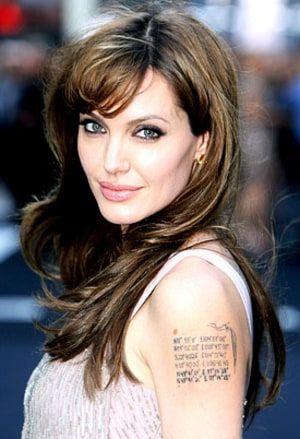 Mi nombre es Chiara Senopoli, tengo 28 años.  Nací en la ciudad de Buenos Aires, Argentina. Me recibí de abogada.