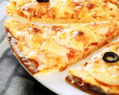 Pizza aux quatre fromages (facile, rapide) - Une recette CuisineAZ
