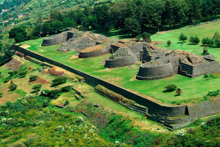 Zona arqueológica de Tzintzuntzan en la orilla del lago Pátzcuaro, Michoacan, Mexico
