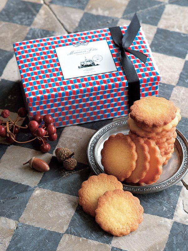 お菓子と真摯に向き合いながら製造を続けている、口コミで人気となった、週一営業の焼き菓子店「マモン・エ・フィーユ」。そんな姿勢がよく表れているのが、フランスの昔ながらのレシピに基づいて作られる本格派ビ...