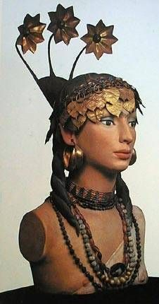 Sumerian woman -- marvelous detail -- not sure what the original source is for this image.