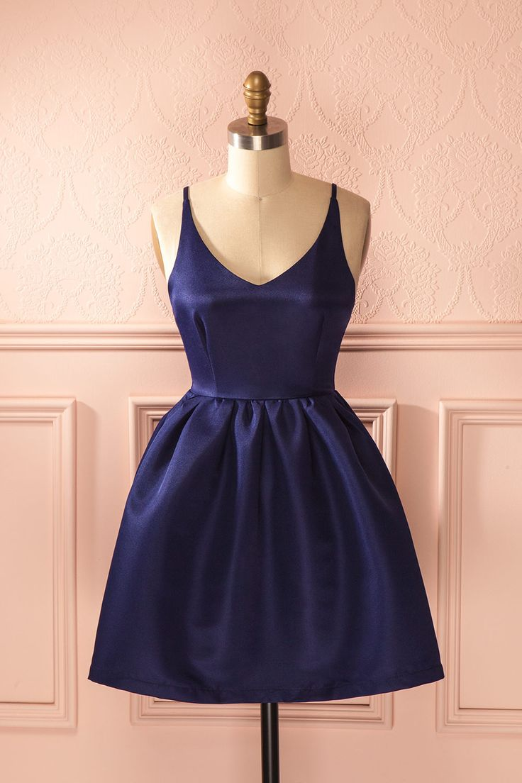 Violette, Vanille et Fraise sont toutes belles à croquer.  Pansy, Vanilla and Strawberry are all deliciously pretty. Navy blue open-back a-line dress www.1861.ca