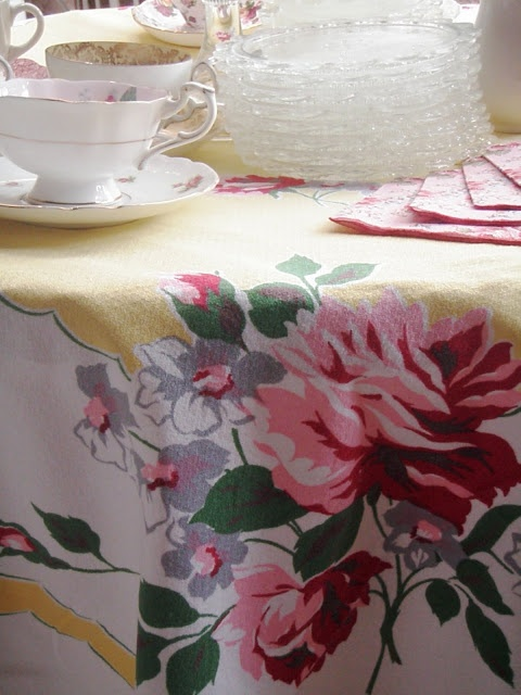 Cabin U0026 Cottage : Easy U0026 Fun Cottage Gatherings Love The Vintage Tablecloth  ♥