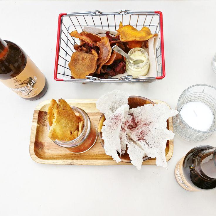 Bammetjes Bier! bier gemaakt van gered brood. Het Bammetjes Bier smaakt als een Weizen en is gebrouwen door Brouwerij Troost. Naast gerstemout bevat het recept dus ook tarwemout en Weizengist. Bij het brouwen wordt een deel van de mout vervangen door brood. Hiervoor worden verschillende soorten brood gebruikt afkomstig van bakkerij Bakkersland. Het resultaat is een fris, fruitig en licht kruidig zomers bier met een alcoholpercentage van 4,5%. #bammetjes #bier #brood #nowaste #instock