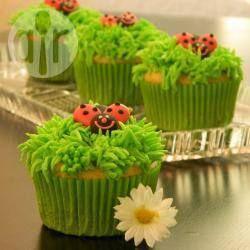 Krem do dekoracji babeczek - trawa albo włosy @ http://allrecipes.pl