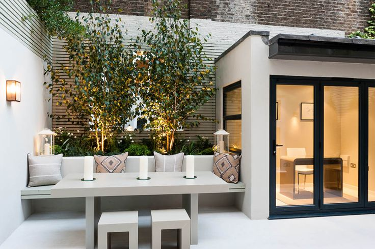 Karen Rogers @KR Garden Design is based in Chiswick, West London specializing in Garden and Planting Design.
