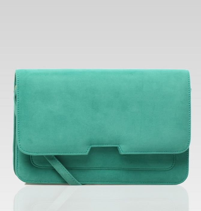 Sweet Pea Clutch by Zorra in green. A minimalist clutch that is sure to past the test of time and our stylist's favorite. It features a removable shoulder strap, a dual compartment separated by a zipper, a zipped interior pocket, a phone pocket and a front pocket.  IDR. 147.000