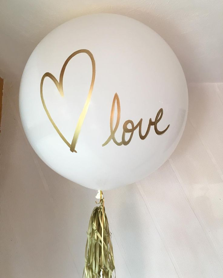 Love love love ❤️ . . . . #valentinesday #love #sanvalentin #globos #gold #white #wedding