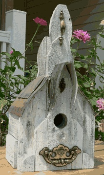 17 best images about cool bird houses on pinterest bird for Different bird houses