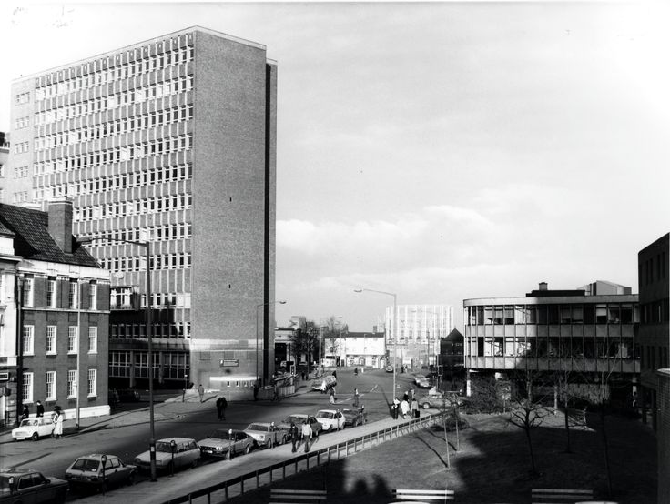 The Gosta Green campus of Aston University in #1983, showing the side of the Main Building and the Sack of Potatoes pub in the distance.