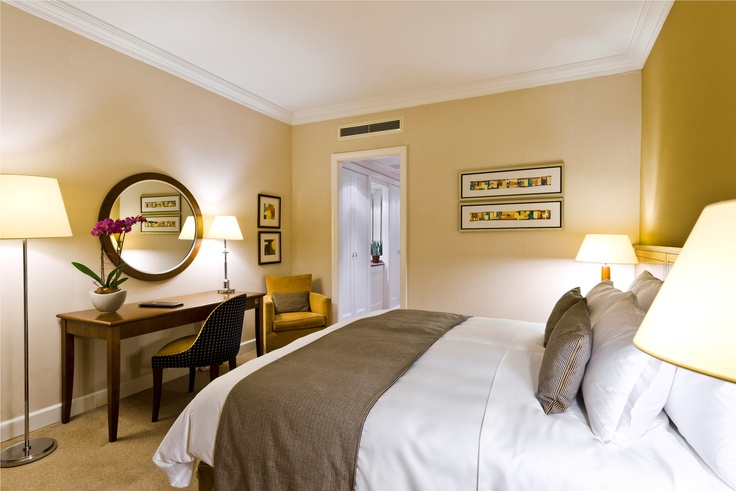 Superior King guestroom