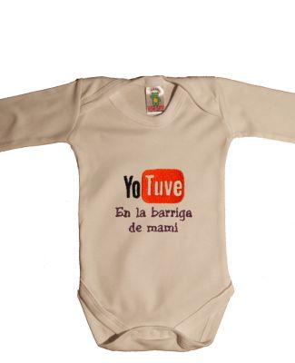 """Este body original de bebe les encantará a las mamis. Jugando con el logo de la red social más famosa, hemos creado este diseño. El body original de """"Yo tuve en la barriga de mami"""" es uno de nuestros bodies favoritos"""