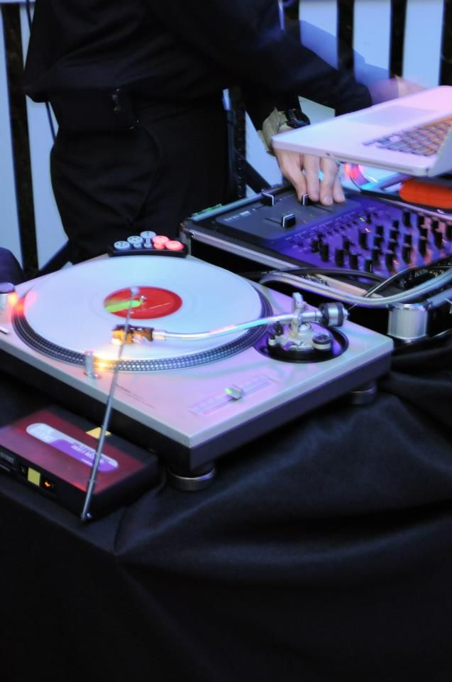Sirius Diversions' DJ ILLEET on the Technics 1200's! Yes, actually we do still use turntables... :)