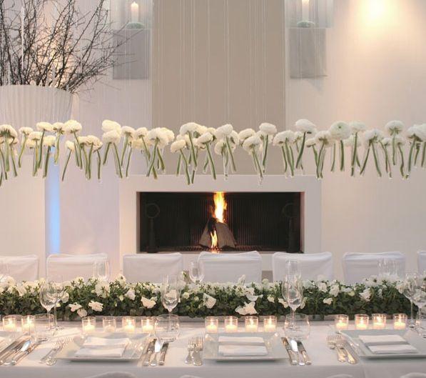 Hangende bloemen, handig voor kleinere tafels. Of gewoon omdat het mooi is!