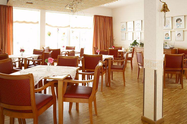 In unseren wohnlichen Gemeinschaftsräumen im Pflegeheim in Weimar finden viele gemeinsame Aktivitäten statt.