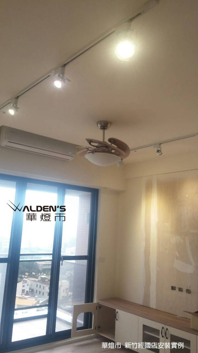 Pin By Rudy Archi On 居家佈置 Ceiling Lights Home Decor Track