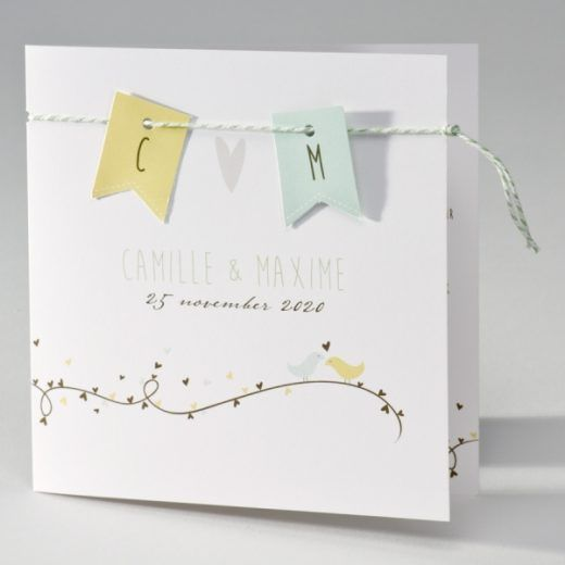 Trouwkaart Vierkante trouwkaart met vlaggenlijn, speelse hartjes en vogeltjes