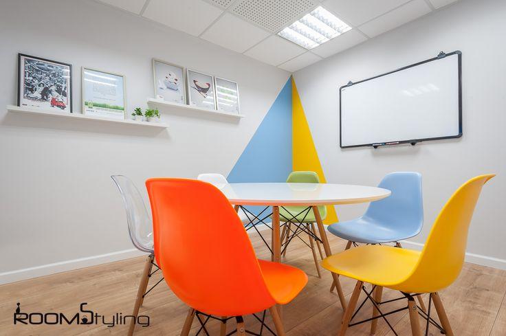 """הום סטיילינג לעסקים - עיצוב חדר ישיבות בחברת הפרסום """"לעומק התודעה"""" http://www.roomstyling.co.il/gallery/%D7%94%D7%95%D7%9D-%D7%A1%D7%98%D7%99%D7%99%D7%9C%D7%99%D7%A0%D7%92-%D7%9C%D7%A2%D7%A1%D7%A7%D7%99%D7%9D/"""