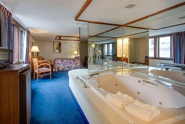 Standard jacuzzi suite with a king bed at Sidney James Mountain Lodge