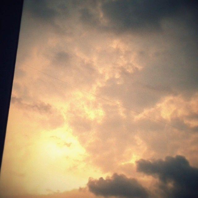 Antes de la lluvia. Sobre Pereira. Miércoles.