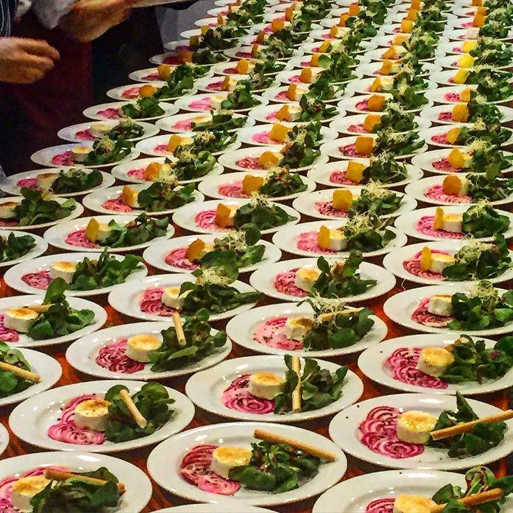 #wcuisine #hotelandertherme #teamwork #plating  #theartofplating  #truecooks #cheflife #chefsroll #chefstalk  #chefsofinstagram  #chefs #gastroart #fourmagazine #g#chioggia #chioggiabeets #feldsalat #picandou #vegetarian by wcuisine