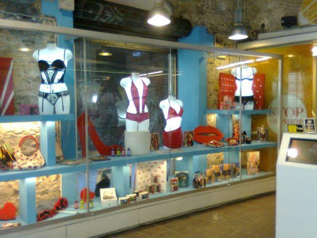 PANDUGARMKV-Visual merchandising and retail design - ESCAPARATISMO: Tienda de artículos eróticos.Diseño de escaparate e interiores.