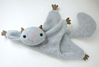 tuto doudou plat, peluche grise écureuil, idée de doudou a faire soi meme, modèle facile à réaliser, couture