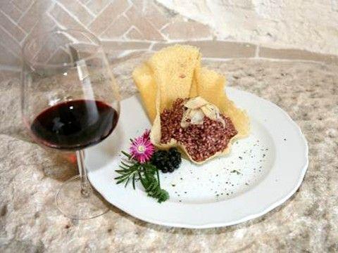 Il Risotto all'Amarone nasce dall'unione dell'ottimo vino Amarone del Valpolicella e il riso Nano Vialone Veronese IGP