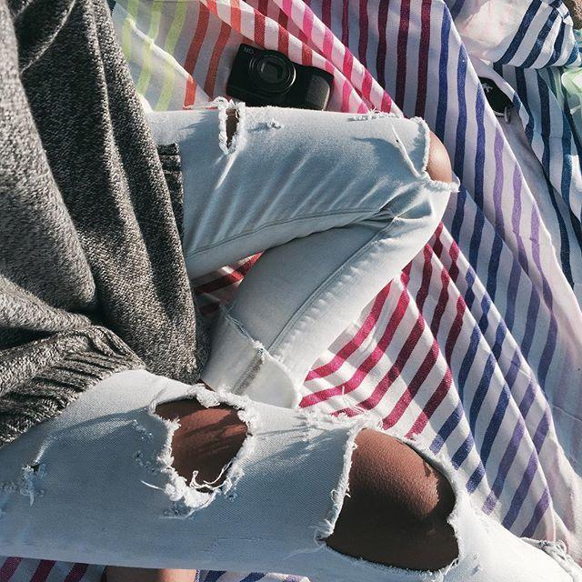 schredded jeans -@Roxy - Kelia Moniz