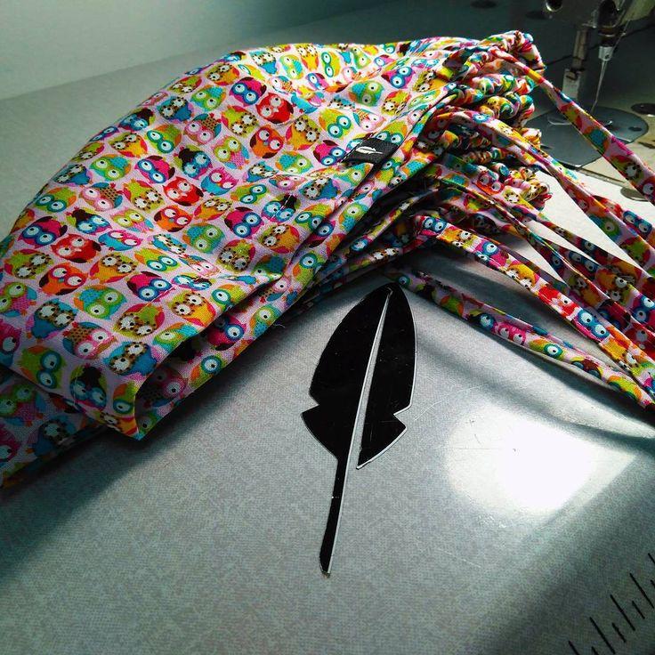 ¡Como vuelan las buhitas! 😍😍 ¡Suerte que a las costureras les encanta hacerlos! 😉  #RobinHat #gorrosdequirofano #tela #handmade #color #SerioNoSignificaAburrido