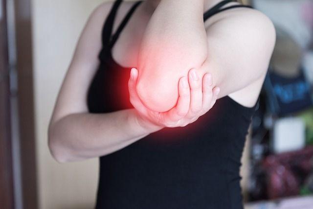 Tennisarm behandeln: Übungen gegen Epicondylitis & Unterarmschmerzen