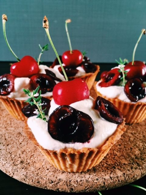 Honey cupcakes and fruits