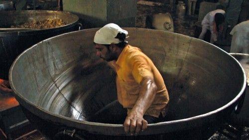 """その豆カレー10万人分! インドの黄金寺院にある""""無料食堂""""を描いたドキュメンタリー『聖者たちの食卓』 – ガジェット通信"""
