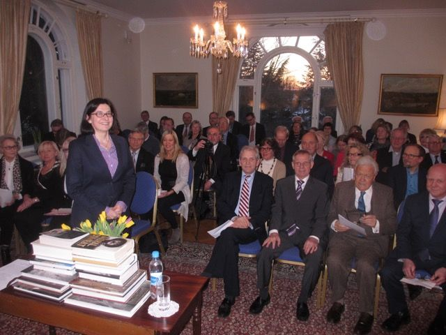 ESU - Shakespeare as a Poltical Writer Date: 01 MARCH 2016 Paul Dean, renowned British literary critic, was speaking at the English Speaking Union event at the British Ambassador's Residence in Helsinki.